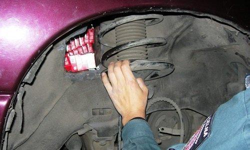 Контрабанда сигарет в автомобиле