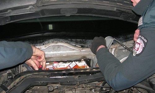 Спрятанные сигареты в машине