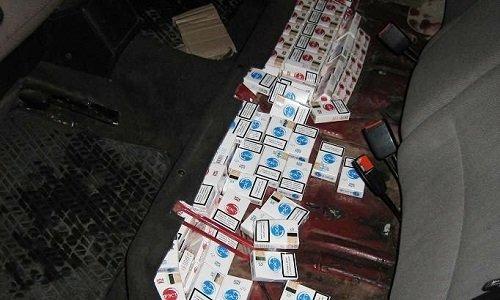 Сигареты под сиденьями авто