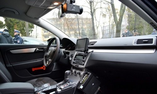 Внутри полицейской машины