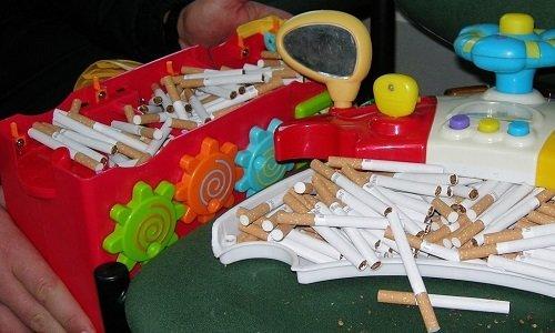 сигареты в детской игрушке