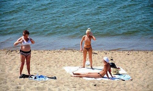 Голый на пляже Литвы