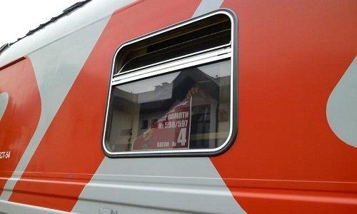 Поезд с коммунистической символикой