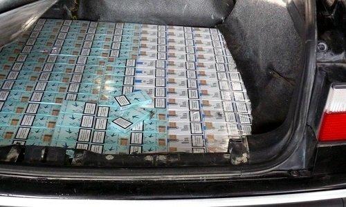 Контрабанда в полу багажника машины