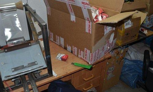 станок для изготовления сигарет и пустые пачки