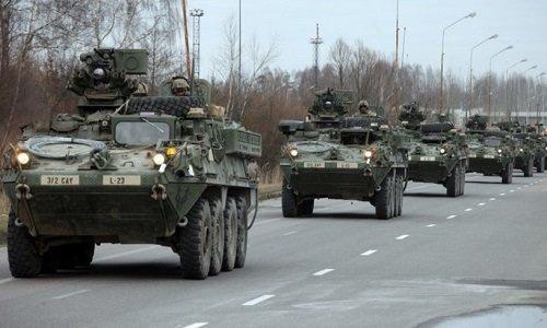 Колонна военных НАТО американцев