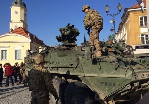 Боевые машины в центре города