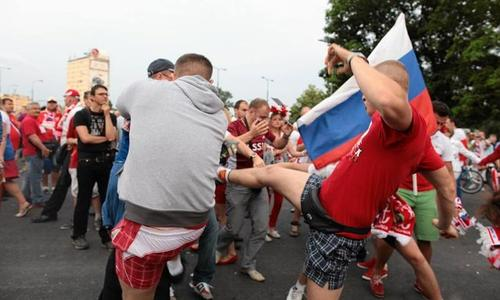 Потасовки Марш русских в Варшаве