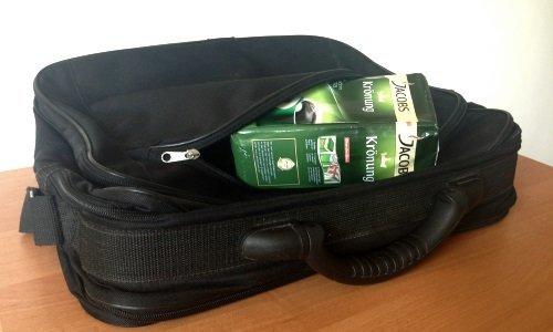 Пачка кофе в сумке