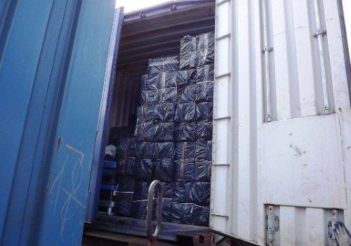 Коробки с сигаретами в вагоне из Беларуси