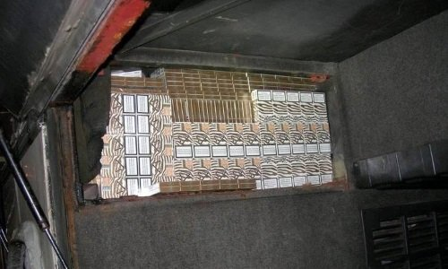 Сигареты спрятаны в автобусе
