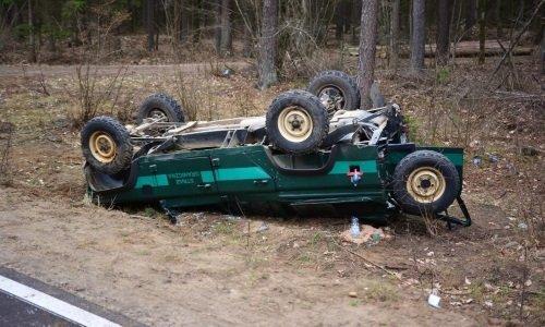 Машина польских пограничников перевернулась и выпала с дороги
