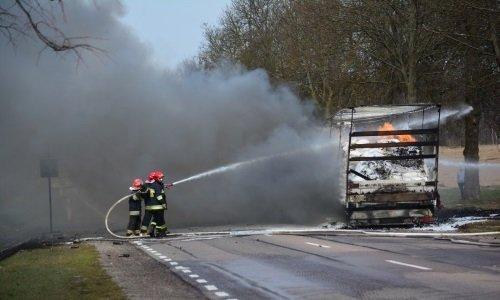 Фура горит на дороге возле границы Польши с Беларусью