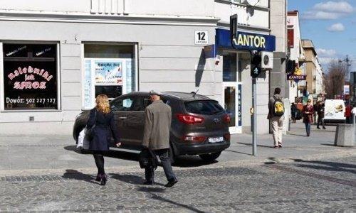 Белосток, ул.Липовая, парковка возле обменного пункта валют