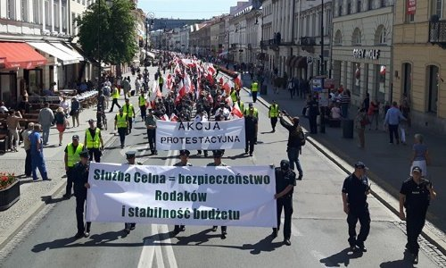 Уличная акция протеста таможни в Варшаве