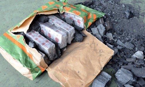 Сигареты в мешке с углем