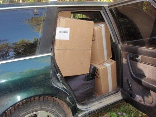 коробки с сигаретами в машине у границы с Беларусью