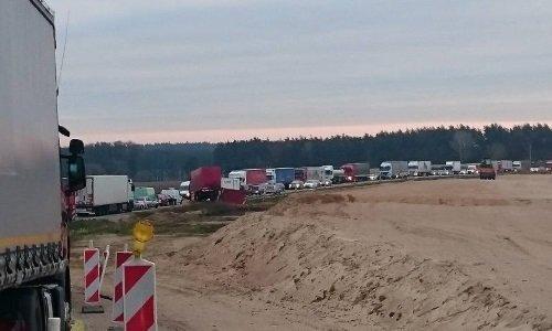Пробка на трассе Белосток Варшава из-за пьяного белоруса и его фуры