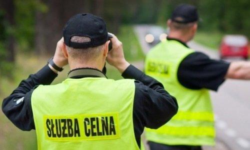 сотрудники польской таможни на дороге
