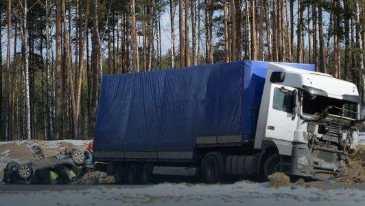 Авария фуры и белорусов в Польше на ремонтируемой дороге