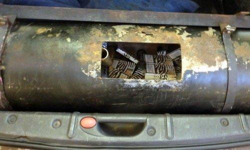 Сигареты спрятаны в газавом балоне