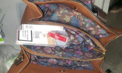 Сигареты зашиты в сумке