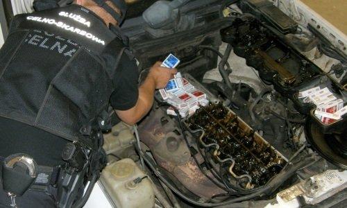 Сигареты в двигателе машины