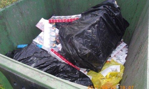 Сигареты выброшены в мусорку на границе
