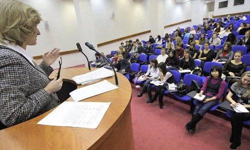 студенты в учебном зале