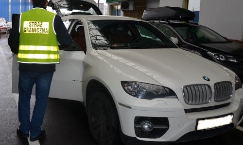 Опять белую БМВ изъяли на границе