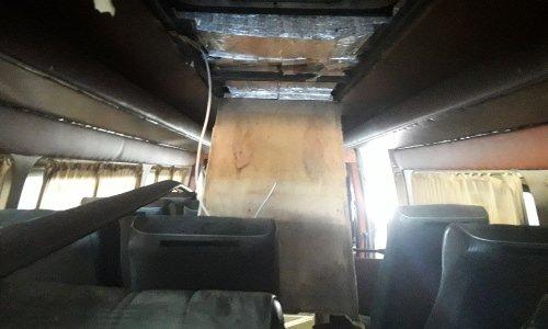 перевозчик спрятал сигареты в микроавтобусе