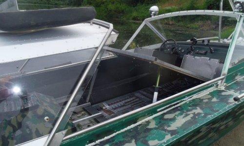 сигареты под полом лодки