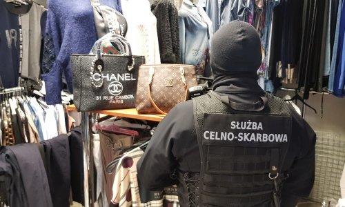На рынке в Белостоке белоруска торговала поддельным товаром