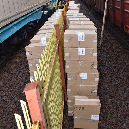 Изъятая в грузовом поезде контрабанда коробок с белоурскими сигаретами