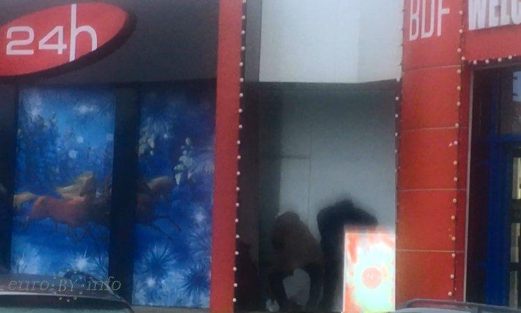 Сигареты прячут в пункте пропуска возле магазинов Дюти Фри