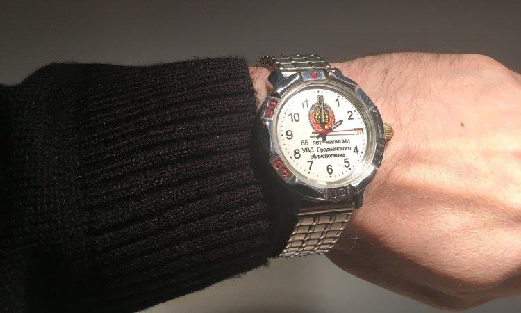 Часы на руке, перевод часов