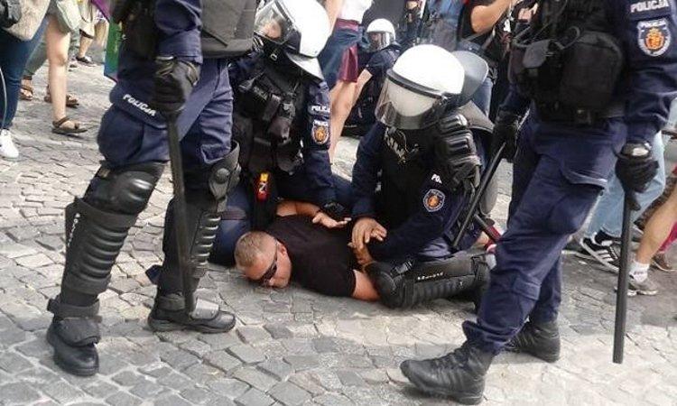 арест во время гей парада