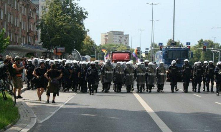 Полиция сопровождает парад по Белостоку