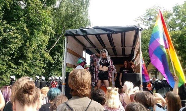 Сцена гей парада в Белостоке