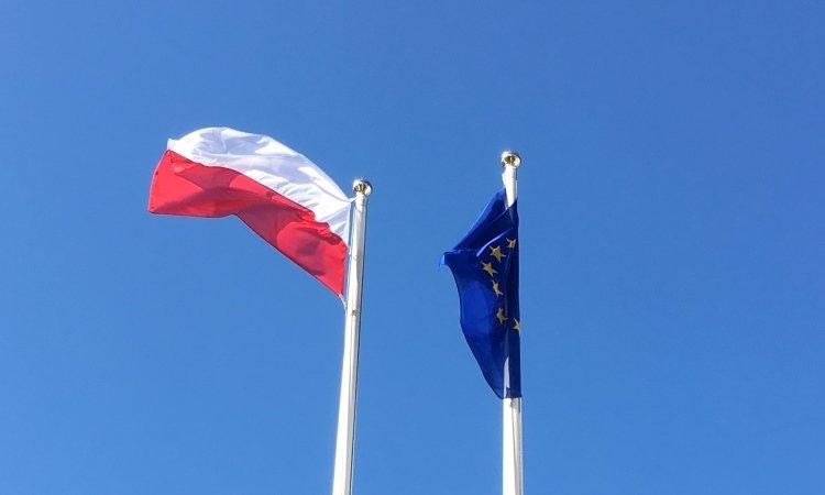Флаг Польши и Евросоюза