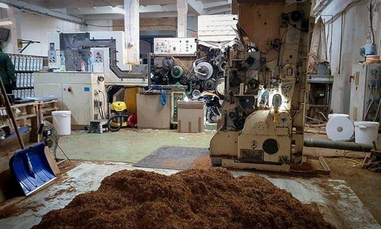 Нелегальная фабрика сигарет около Познани