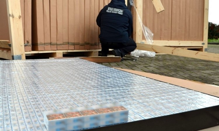 Контрабанда сигарет упакована в коробки, как легальный товар