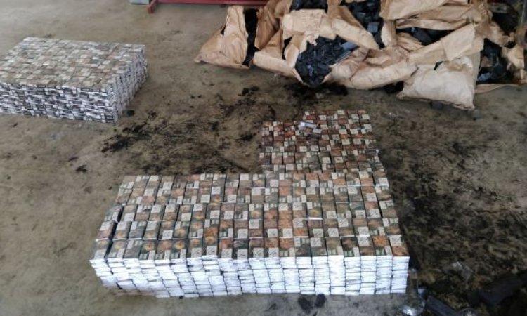 сигареты найдено в фуре внтури мешков с древесным углём