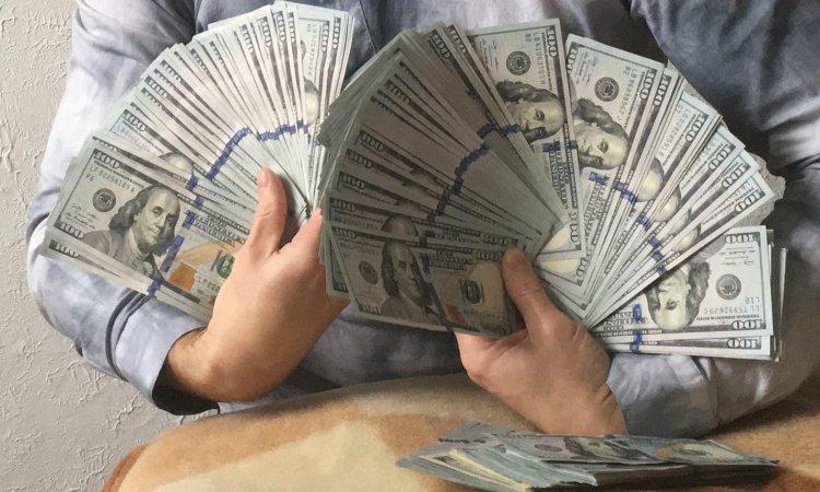 Деньги доллары сша много