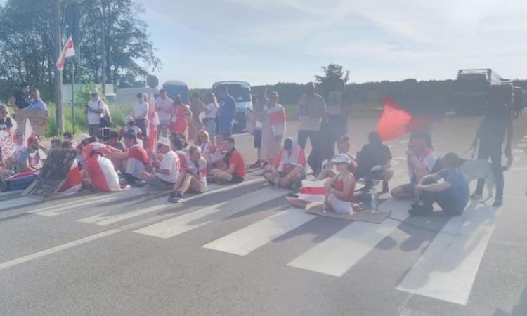 Блокирование границы беларусами в Бобровниках