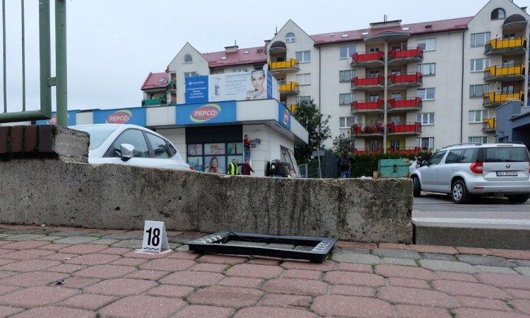 Части взорванного банкомата отлетели на десятки метров